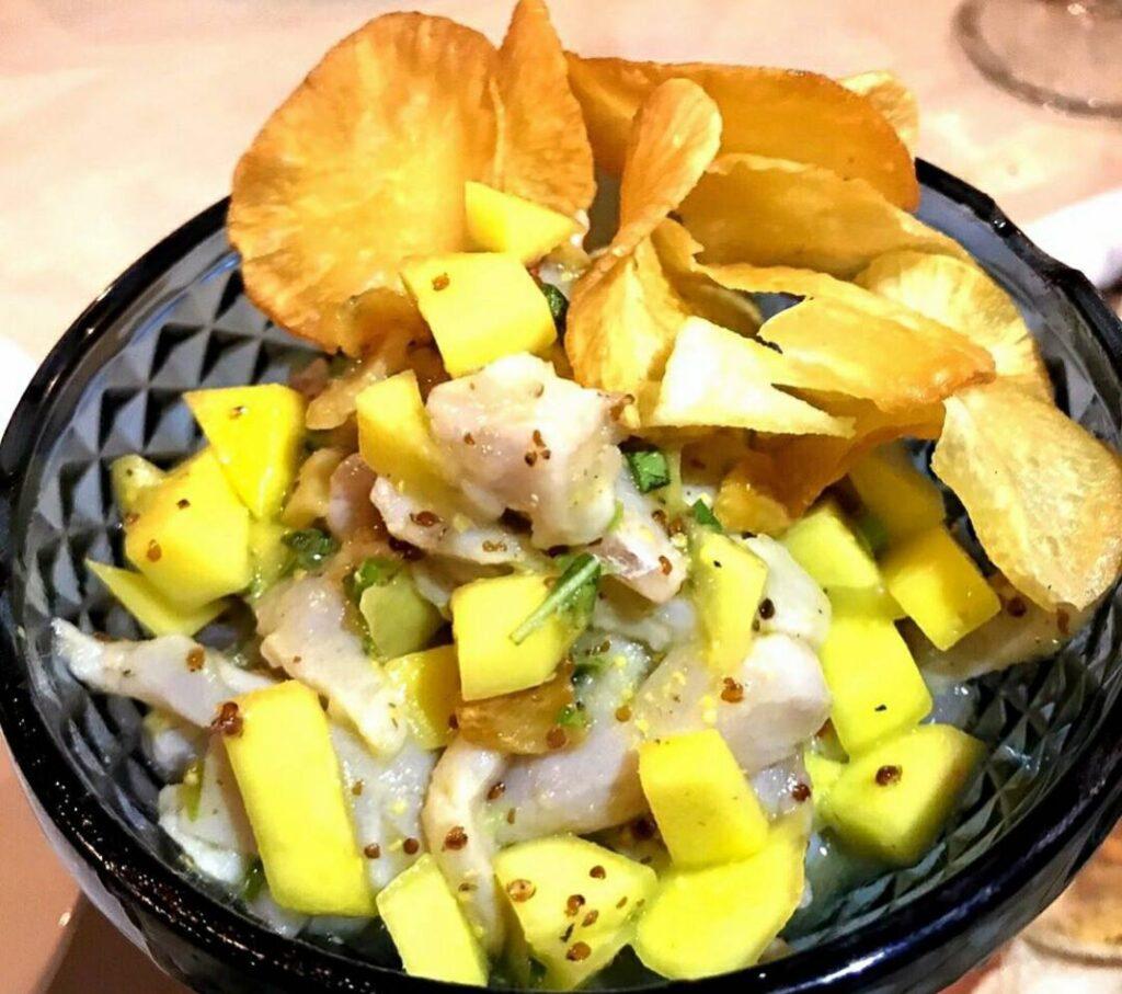 Ceviche de peixe no restaurante em São Miguel do Gostoso
