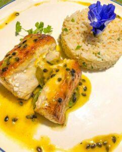 Peixe tropical Pantai Bar e Restaurante