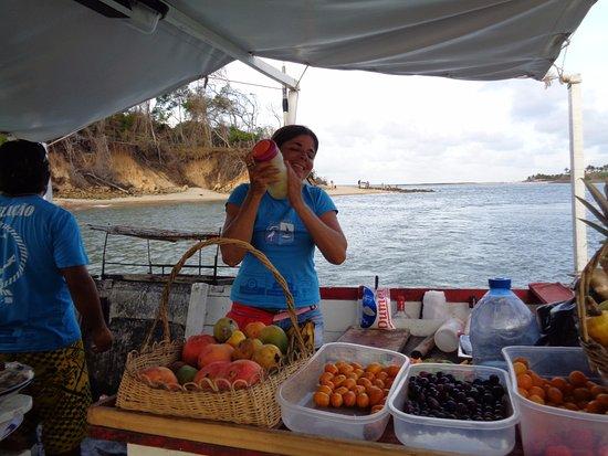 Caipifrutas no barco Solemio no passeio em Pipa